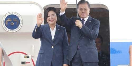 """문재인, 출국길에 """"아프리카돼지열병 태풍 화재 현안 잘 챙겨야"""""""