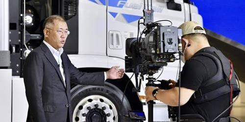 """정의선 """"현대차, 20분 충전해 450km 달리는 전기차 내년에 내놓는다"""""""