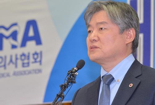 """""""왜 모두 성형의사만 되려고 하나"""" 노환규 회장의 반문"""