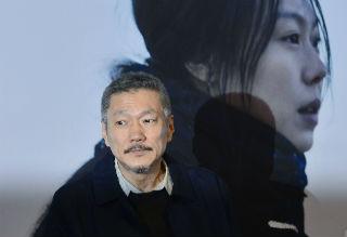 """""""홍상수, 장편영화 '인트로덕션'으로 베를린영화제 각본상 받아"""