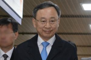 """KT 문재인 정책에 적극 화답, 황창규 '불안한 입지' 바뀔까"