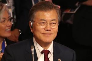 """""""문재인 지지율 73%로 소폭하락, 6주째 70%대 유지"""