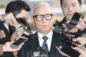 """""""검찰, 구속영장 기각된 이병호 다시 불러 '국정원 상납' 조사"""