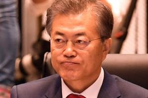 """""""문재인 지지율 60.8%로 계속 하락, 남북단일팀 논란 여파"""
