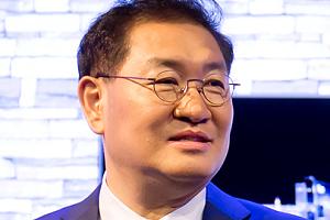 """""""삼성전자, TV사업 부진 탈출 위해 자존심 접고 올레드TV 내놓을까"""
