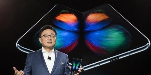 """삼성전자 접는 스마트폰 '갤럭시폴드' 공개, 고동진 """"모바일 혁신"""""""