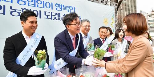 """이대훈, NH농협은행 봄맞이 길거리행사에서 """"더 가깝게 다가간다"""""""