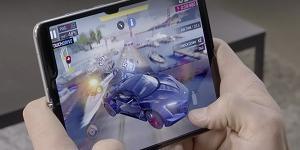 외국언론, 삼성전자 접는 스마트폰 갤럭시폴드 시연 뒤 후한 점수