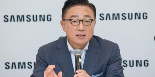 """""""고동진 """"삼성전자 스마트폰 내년은 위기, 출하량과 이익 모두 사수"""""""