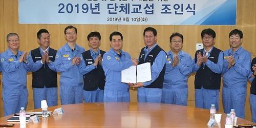 """""""장인화 김인철, 포스코 노사 임단협 조인식 열고 올해 임단협 마무리"""