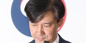 """""""조국 법무부 장관 전격 사퇴,"""