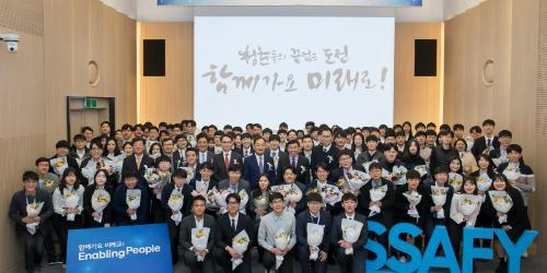 """""""이재용이 관심 쏟은 삼성 SW아카데미 1기 수료, 40% 조기취업"""