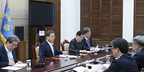 """""""문재인 '신북방정책 전략' 보고받아, """"올해는 다시 오기 힘든 계기"""""""