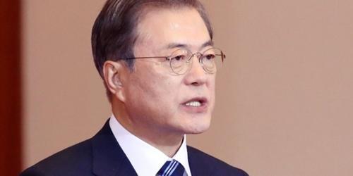 """문재인 김상조 통해 신격호 애도, """"한국경제 토대 쌓은 창업세대"""""""