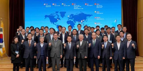 """""""NH농협금융 범금융 글로벌전략 논의, 김광수 """"올해 도약의 전기 마련"""