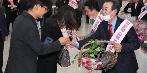 """""""농협 화훼류 소비촉진 행사 진행, 이성희 """"꽃 소비 확대대책 마련"""""""
