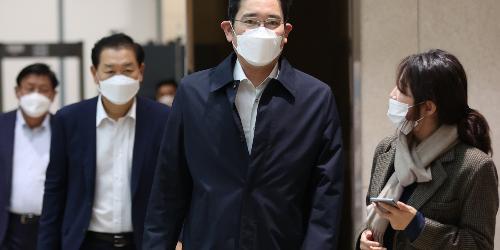 """이재용 베트남에서 귀국, """"삼성전자 고객 만나러 일본도 가야 한다"""""""