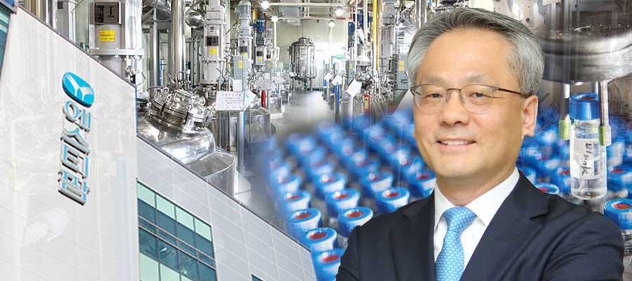 [CEO&주가] 에스티팜 주가 힘받아, 김경진 원료의약품 증설에 매달려