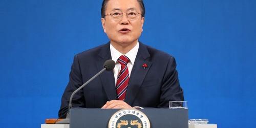 """""""문재인 """"강제징용과 위안부 피해자가 동의할 방법을 일본과 협의"""""""