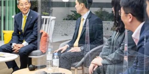 """""""윤종규 푸르덴셜생명 32돌 맞아 임직원과 소통,"""