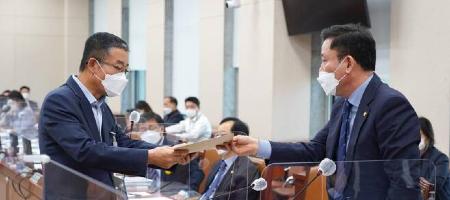 민주당 의원 송갑석 LG 회장에 서한,