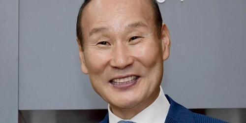 """""""형지엘리트 교복 의존 낮추기, 최병오 기업유니폼과 스포츠상품 두드려"""